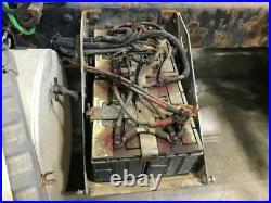 2005 International 9200 Aluminum/Fiberglass Battery Box, Lid Cracked