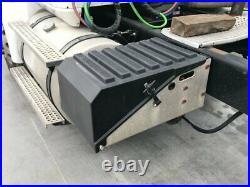 2006 International 9200 Aluminum/Poly Battery Box Length 16.50 Width 28.5