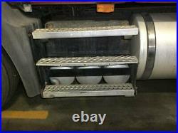 2009 Mack CXU613 Aluminum/Poly Battery Box