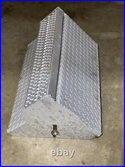 Peterbilt 379 Aluminum Battery Box Cover Lid with Top Step